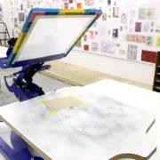 使ってみよう!「シルクスクリーン印刷機(呼び名:刷り台)」